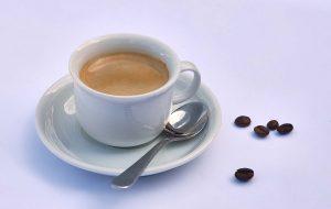 Kaffetasse mit Bohnen